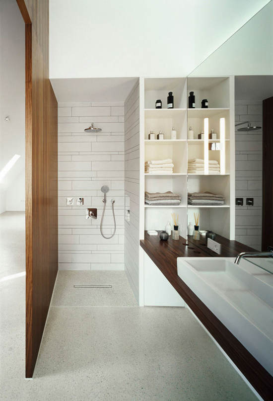 my-paradissi-bathroom-with wood-Christine-Remensperger-Haus-B